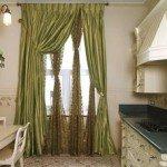 Как оформить окно на кухне.