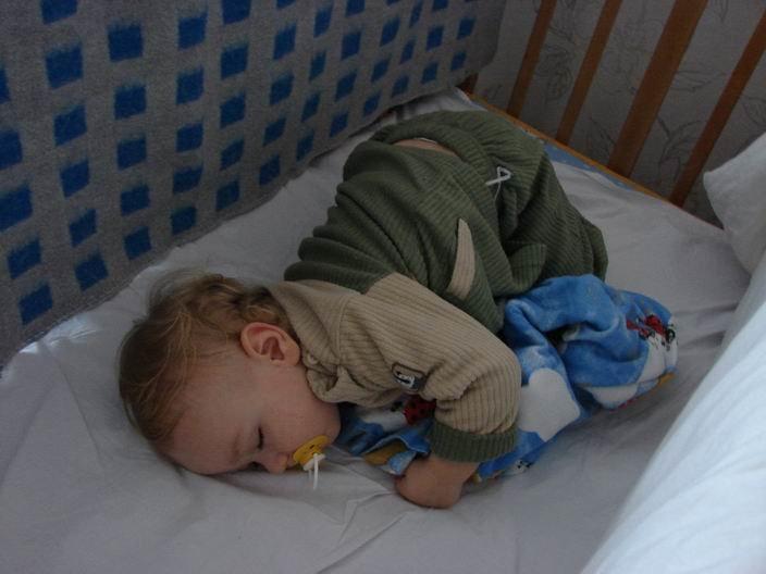Ребенок часто просыпается ночью. Почему это происходит?