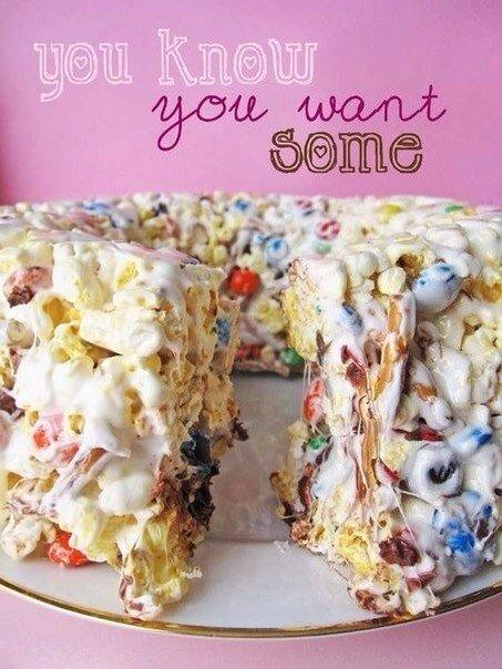 Необычайно вкусный торт из конфет и попкорна